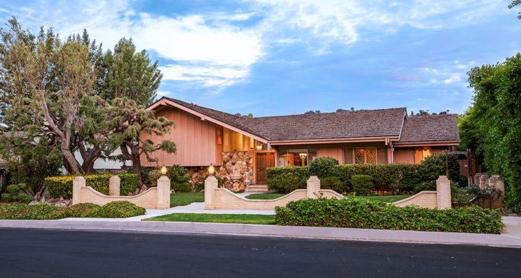 Photo of 'Brady Bunch' house