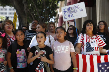 Photo of people protesting zero tolerance immigration policy