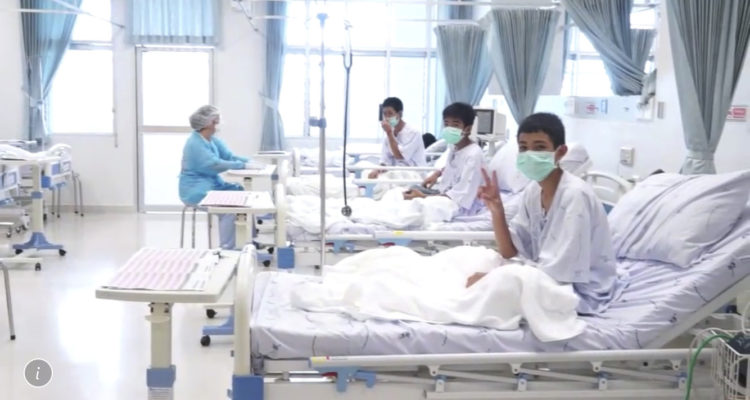 """Photo of Thai soccer boys making """"Victory"""" signs from hospital beds"""