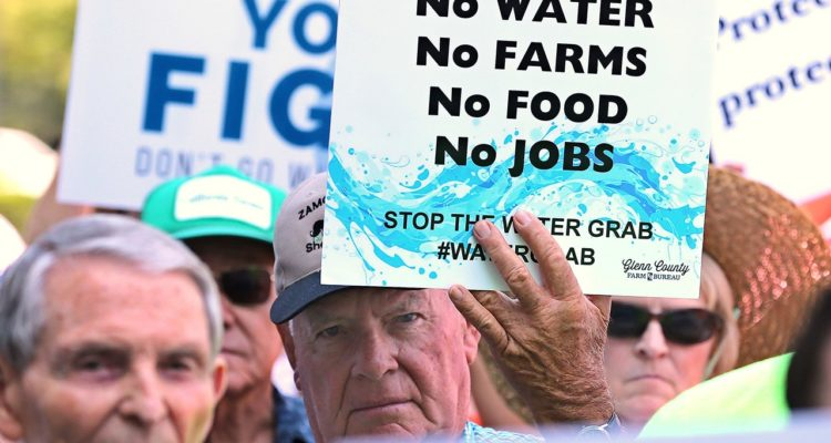 Photo of California farmers rallying to protest water plan