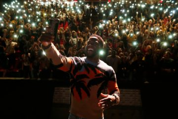 Photo of Kevin Hart at Booker T. Washington High School in Dallas