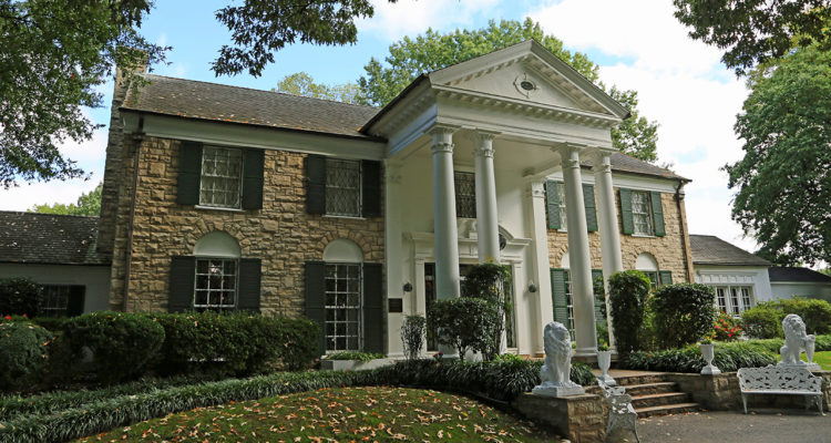 Photo of Graceland in Memphis Tennessee