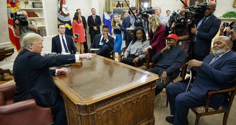 Photo of Kanye West in the Oval Office with Donald Trump