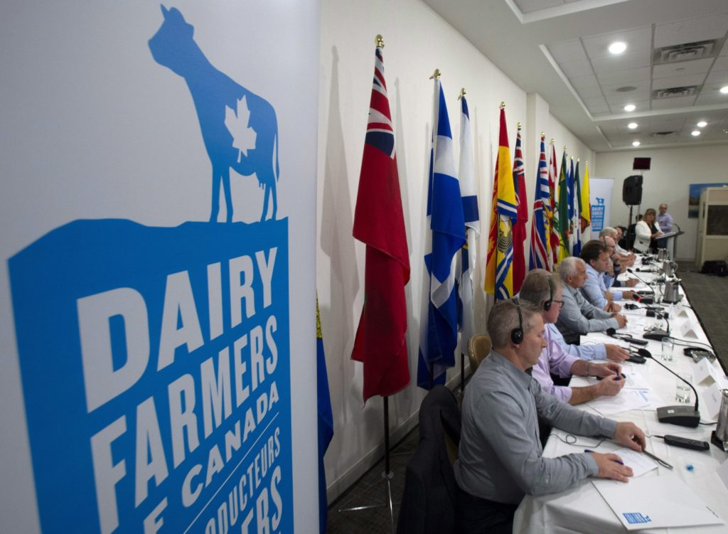 Photo of members of the Dairy Farmers of Canada