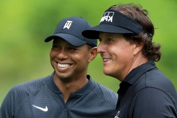 Photo of Tiger Woods and Phil Mickelson