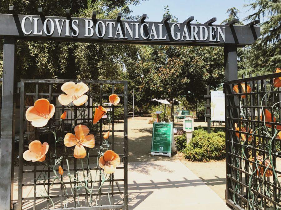 Photo of entrance to Clovis Botanical Garden