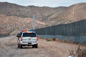 Photo of a U.S. Border Patrol agent