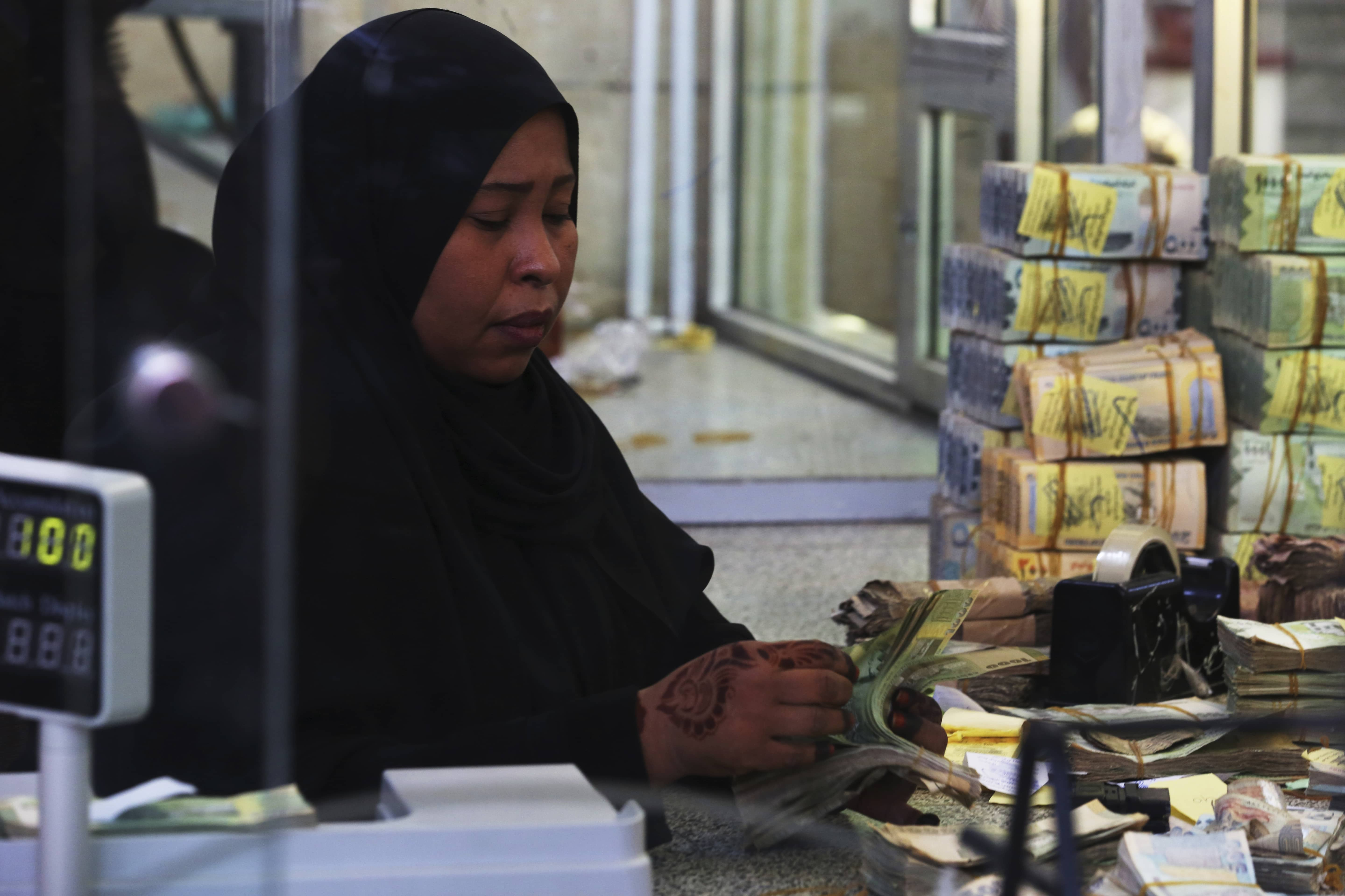 Photo of a cashier in Yemen