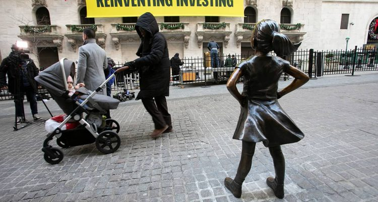 "Photo of ""Fearless Girl"" statue in front of the New York Stock Exchange"