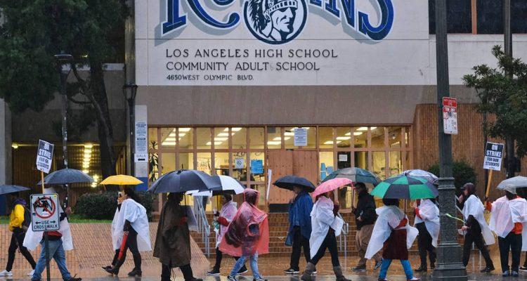 Photo of LA teachers on strike