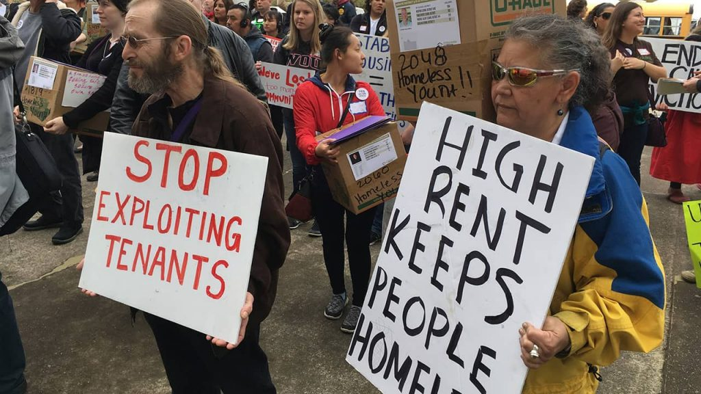 Photo of protesters in Oregon