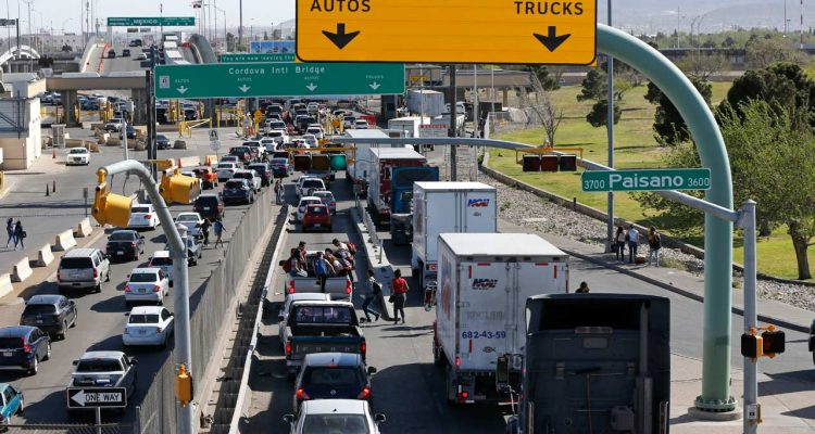 Photo of trucks at El Paso-Mexico border