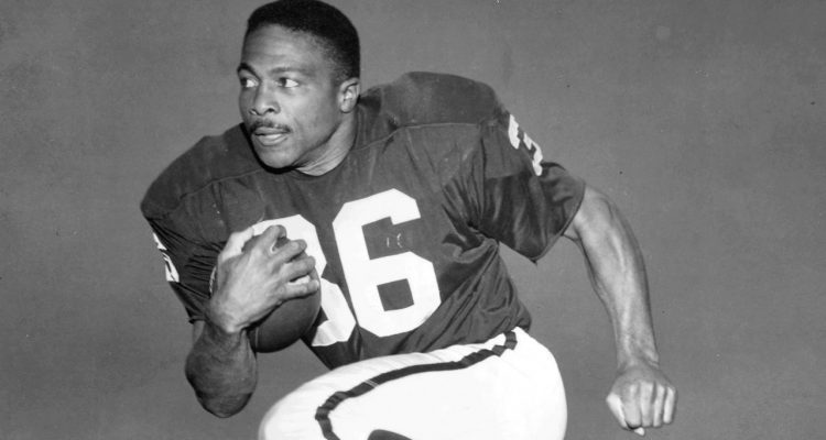 Black and White photo of former Raiders running back Clem Daniels