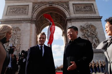 Photo of French Emmanuel Macron and Chinese President Xi Jinping