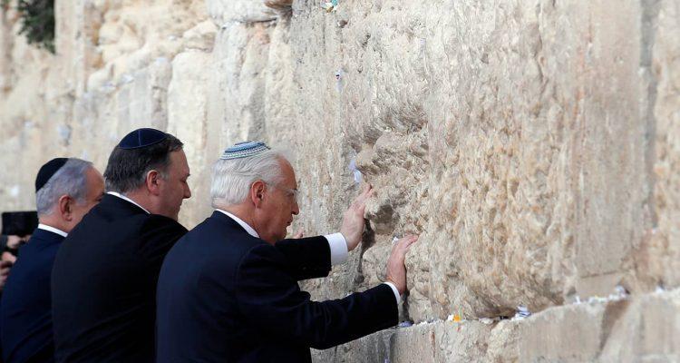 Photo of Mike Pompeo and Israeli Prime Minister Benjamin Netanyahu