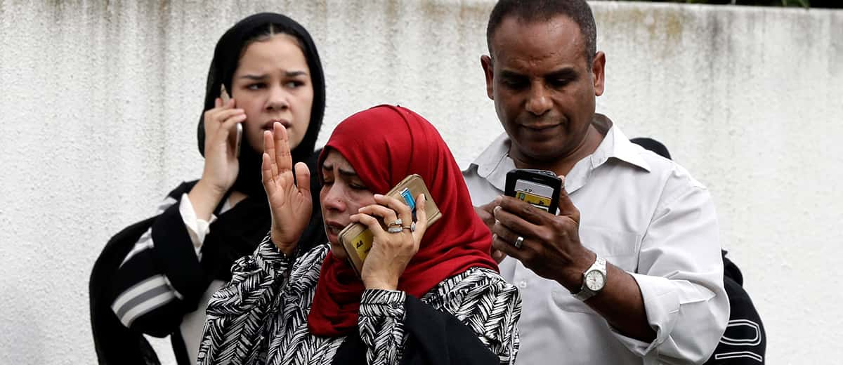 Photo of New Zealand Muslims contacting family members after the mosque attacks