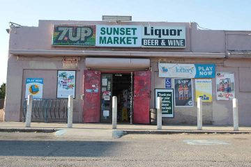 Photo of a Fresno liquor store