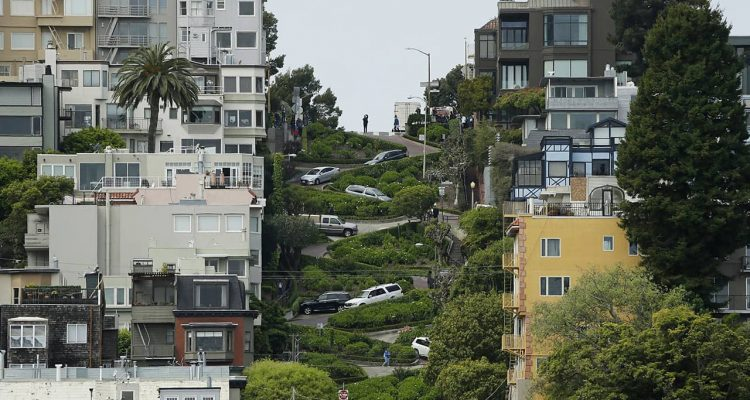 Photo of Lombard Street in San Francisco, CA