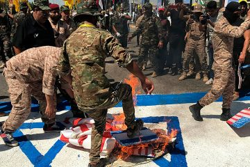 Photo of Iraqi Popular Mobilization Forces burn flags