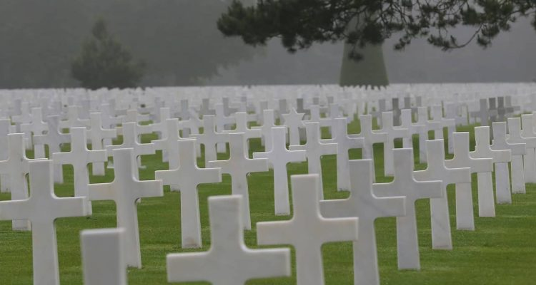 Photo of headstones at the Colleville American military cemetery