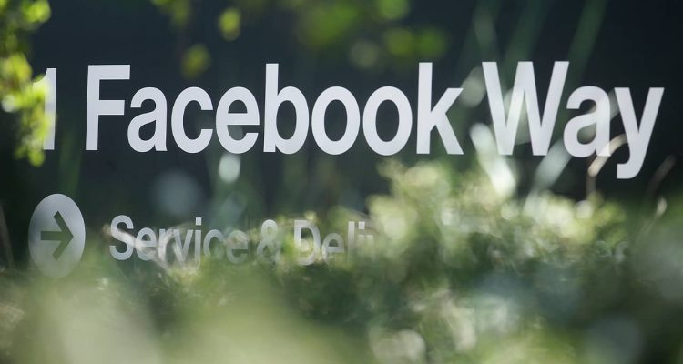 Photo of a sign for Facebook Way in Menlo Park, Ca.