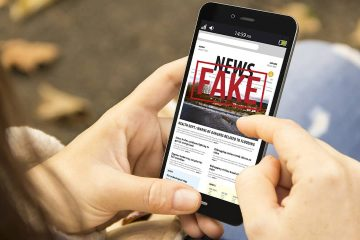 Photo of smartphone with the headline Fake News