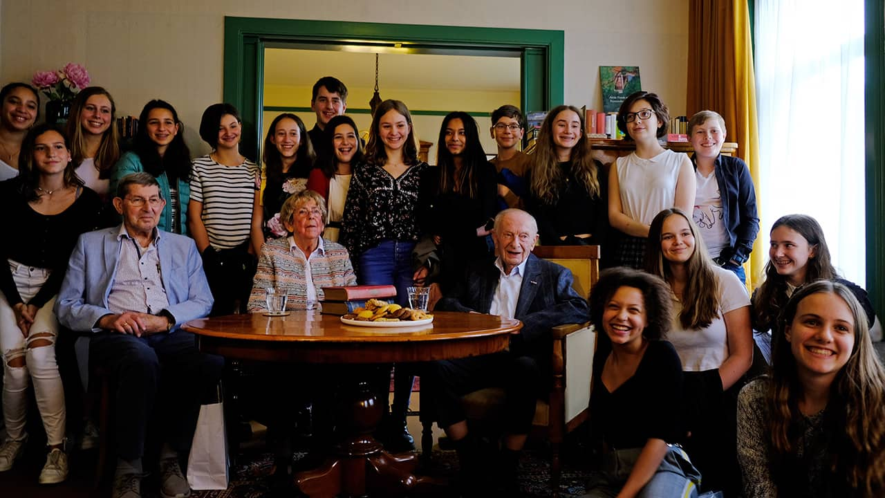 Photo of school friends of Anne Frank and students from the International School of Amsterdam