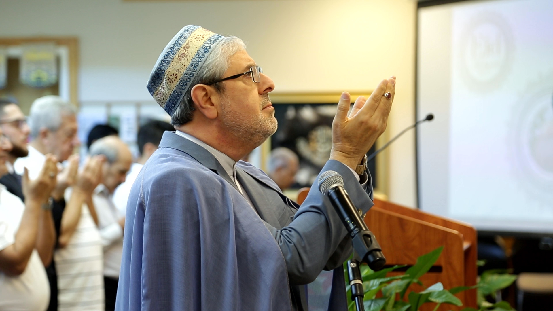 Photo of Imam Seyed Ali Ghazvini leading a prayer