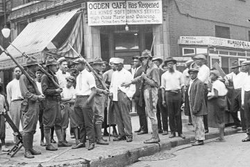 Photo of a crowd of men and armed National Guard
