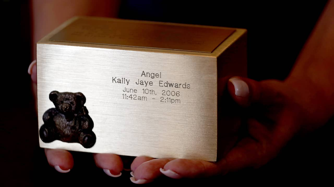 Photo of an urn containing the ashes of Bettye Jean Ford's first child