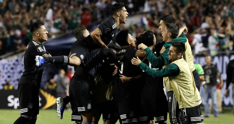 Photo of Mexico men's soccer team celebrating