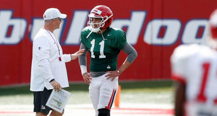 Picture of Fresno State coach Jeff Tedford talking to Bulldogs quarterback Jorge Reyna
