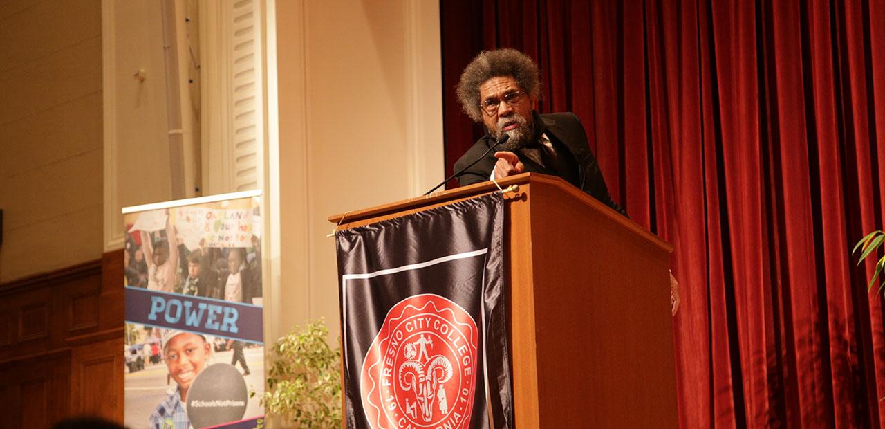 Cornel West delivers a speech at Fresno City College on Aug. 27, 2019 (GV Wire/Jahz Tello)