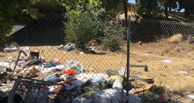 photo of freeway trash along highway 41 in Fresno