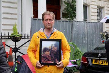 Photo of Richard Ratcliffe outside the Iranian embassy in London