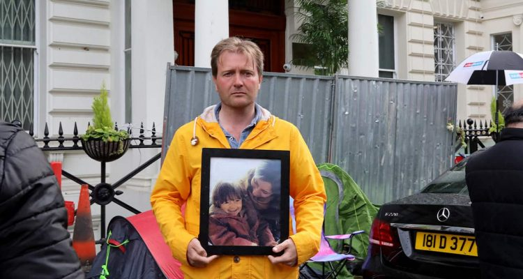Photo of Richard Ratcliffe outside the Iranian embassy in London