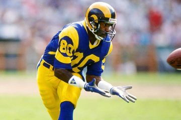 Photo of Henry Ellard preparing to catch a football in a Los Angeles Rams uniform