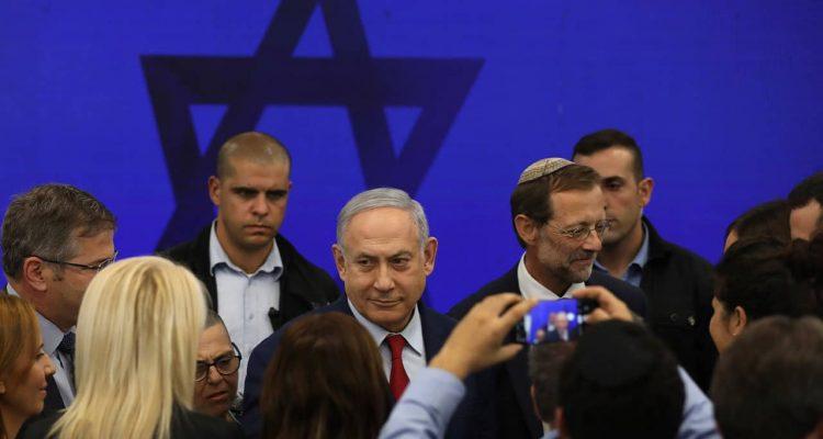 Photo of Benjamin Netanyahu in a crowd of people