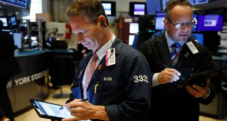 Photo of traders at the NYSE
