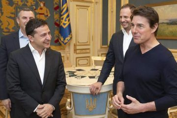 Photo of Ukrainian President Volodymyr Zelenskiy and American actor, film director and producer Tom Cruise