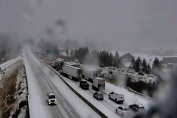 Photo of snow-clogged Interstate 80 near Truckee, CaliforniaRuc