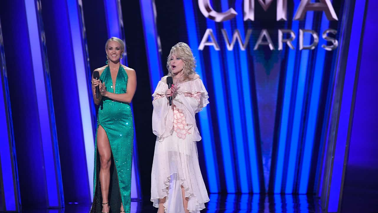 Photo of Carrie Underwood and Dolly Parton