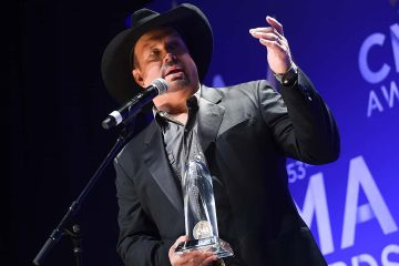 Photo of Garth Brooks