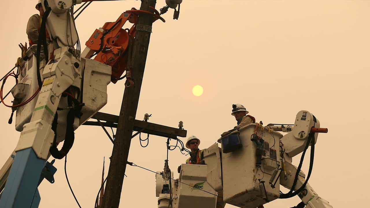 Photo of PG&E workers