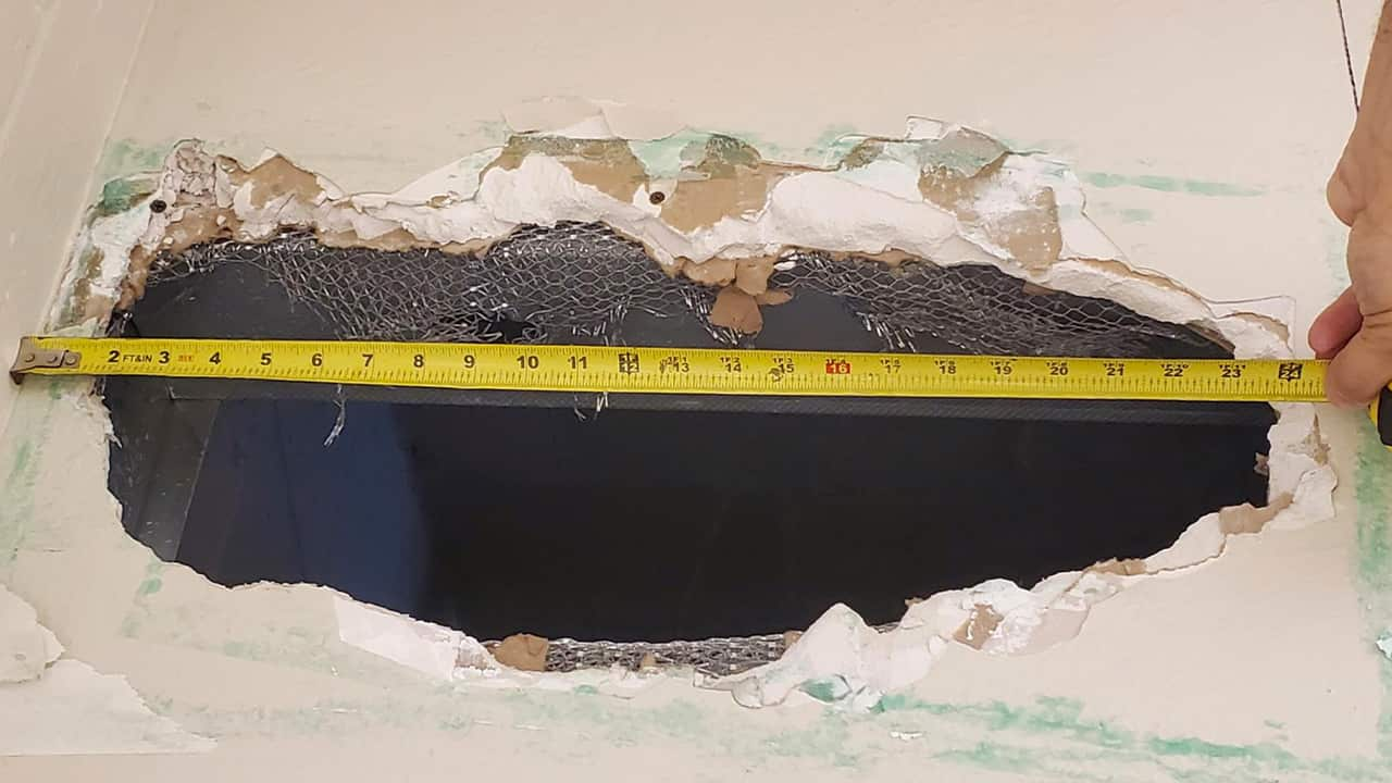 Photo of the hole that Santos Fonseca and Jonathan Salazar escaped through