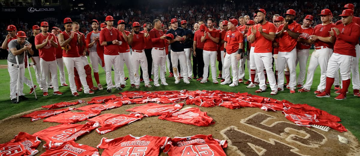 Photo of the Los Angeles Angels with Tyler Skaggs jerseys
