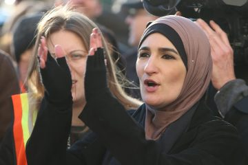 Photo of Linda Sarsour