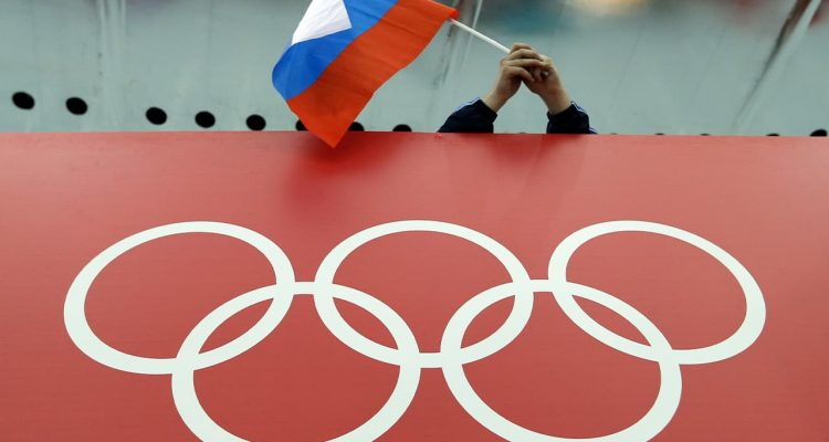 Photo of a Russian skating fan holding the country's flag