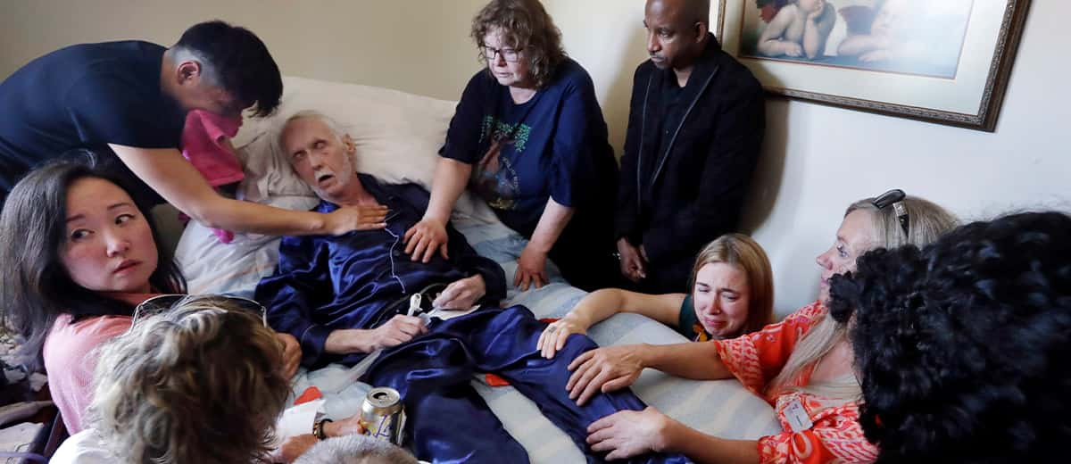 Photo of Robert Fuller surrounded by family as drugs that will end his life is plunged into his feeding tube