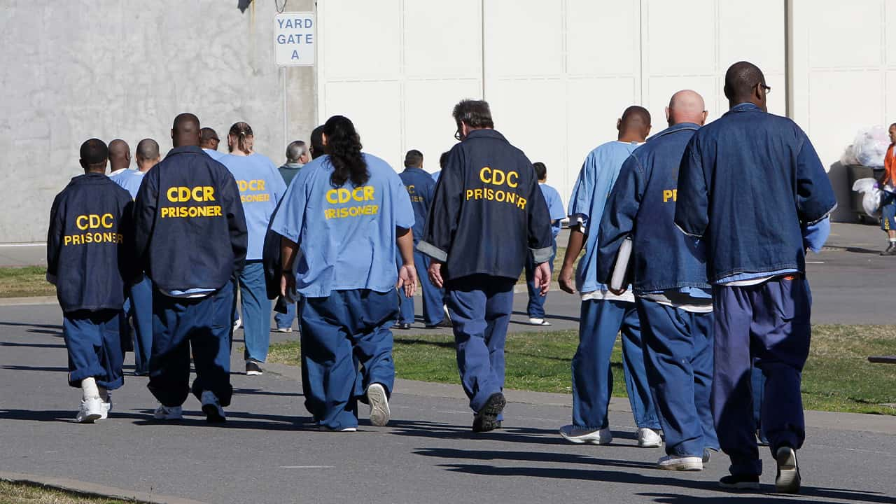 Photo of CDCR prisoners walking through the yard